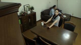 從丈夫那裡收到了委託而偷拍的影片