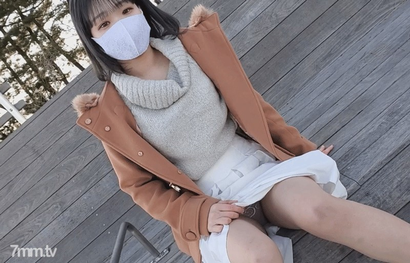 【無修正】上京してきた色白素朴少女。お泊り連続中出し