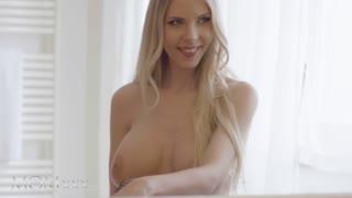 MOM.XXX Big tits milf Florane Russell breaks lockdown for coronavirus sex