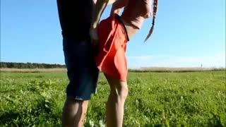 空旷草地野战高挑姐姐 无套激情啪啪