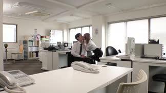 MSFH-050出勤率低的公司只有我和女上司…發現我(處男)下體膨脹,上司主動誘惑,內射SEX直到下班 廣瀨里央奈