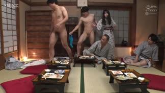WAAA-028女友在員工旅遊的下流宴會遊戲上被發情同事們幹整晚