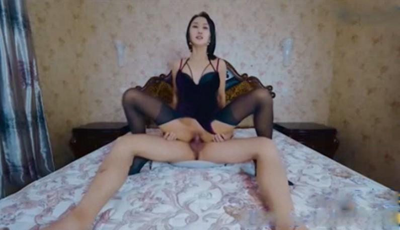 车模赵雪儿与摄淫师露脸啪啪!!一张床可以玩出多少花样呢~