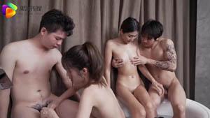 AV剧情新作 堕落人妻3 初次夫妻交换 漂亮淫妻越来越淫荡4P盛宴