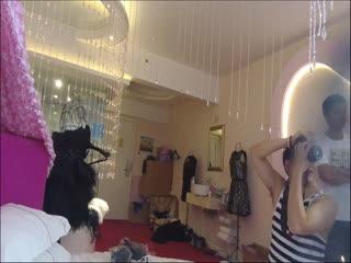 名门夜宴系列两个内衣模特美女换衣被偷拍